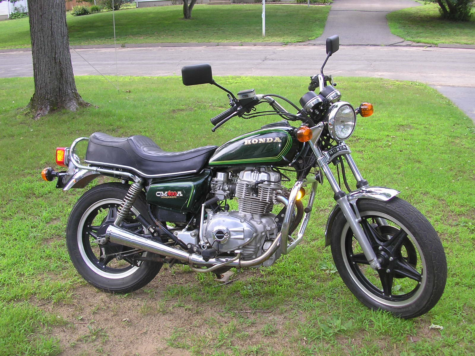 the honda 400 at the motorcycle. Black Bedroom Furniture Sets. Home Design Ideas