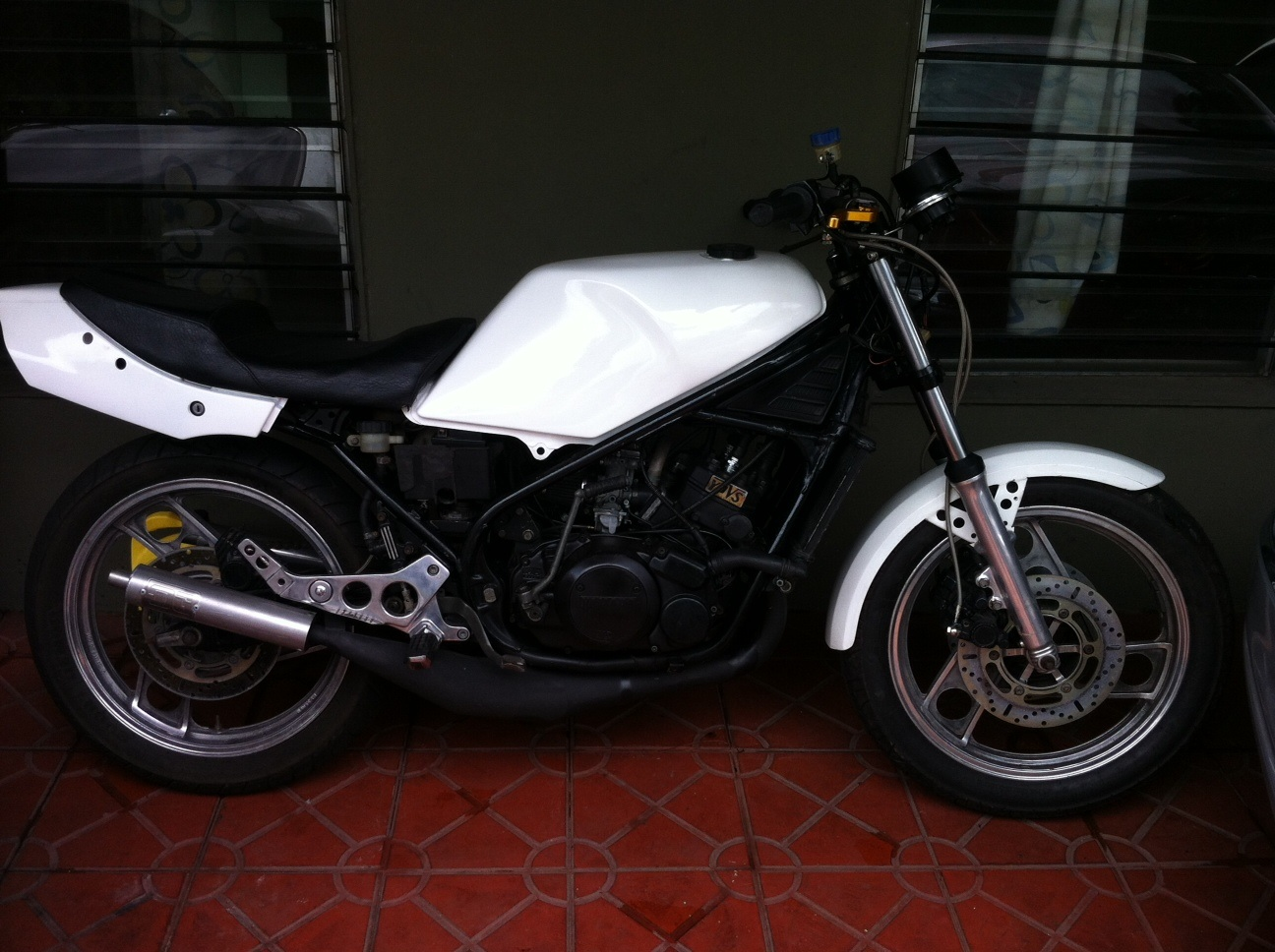 the honda 250 at motorbikespecs net  the motorcycle