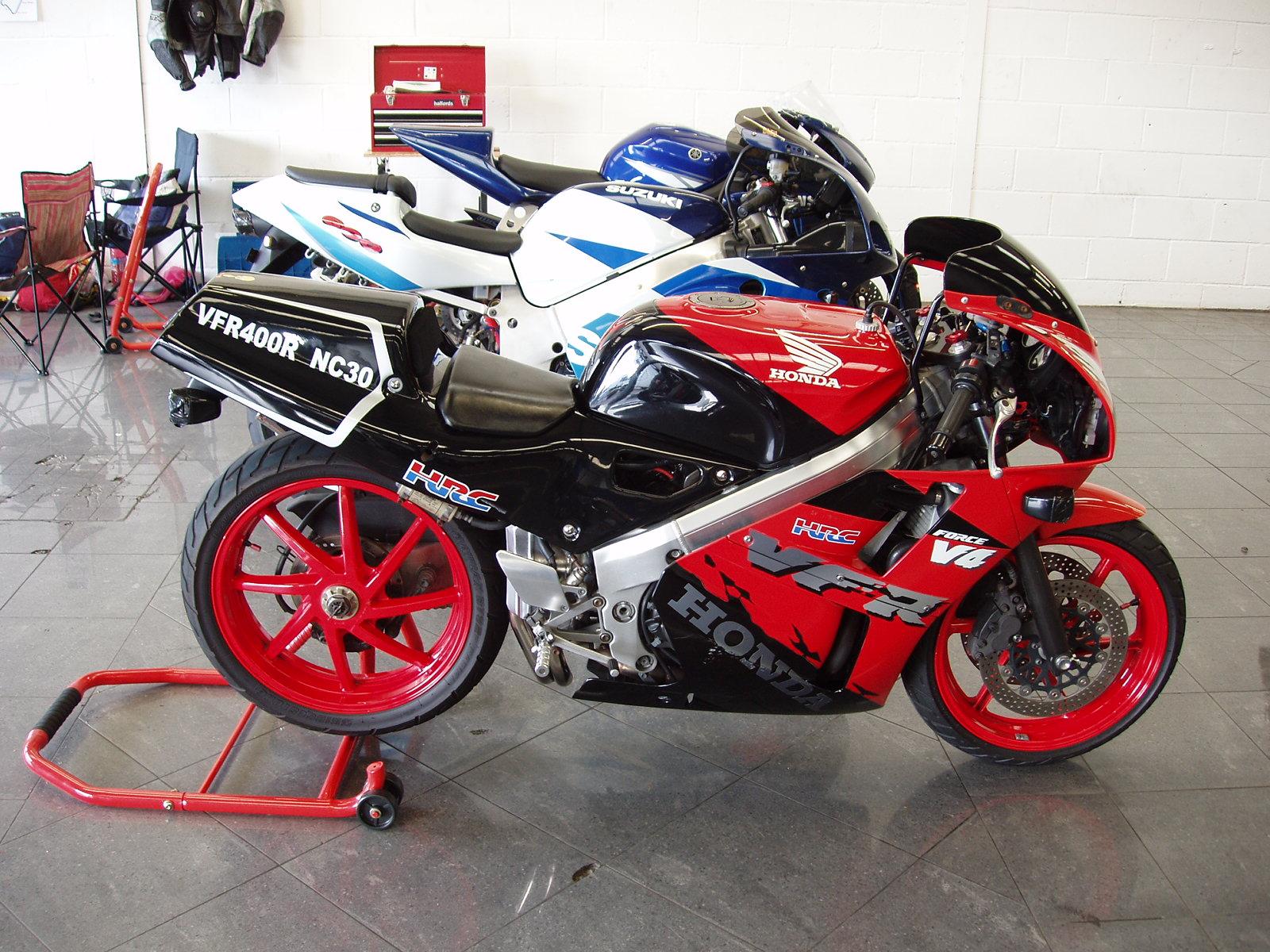 The Honda 400 at MotorBikeSpecs.net, the Motorcycle ...