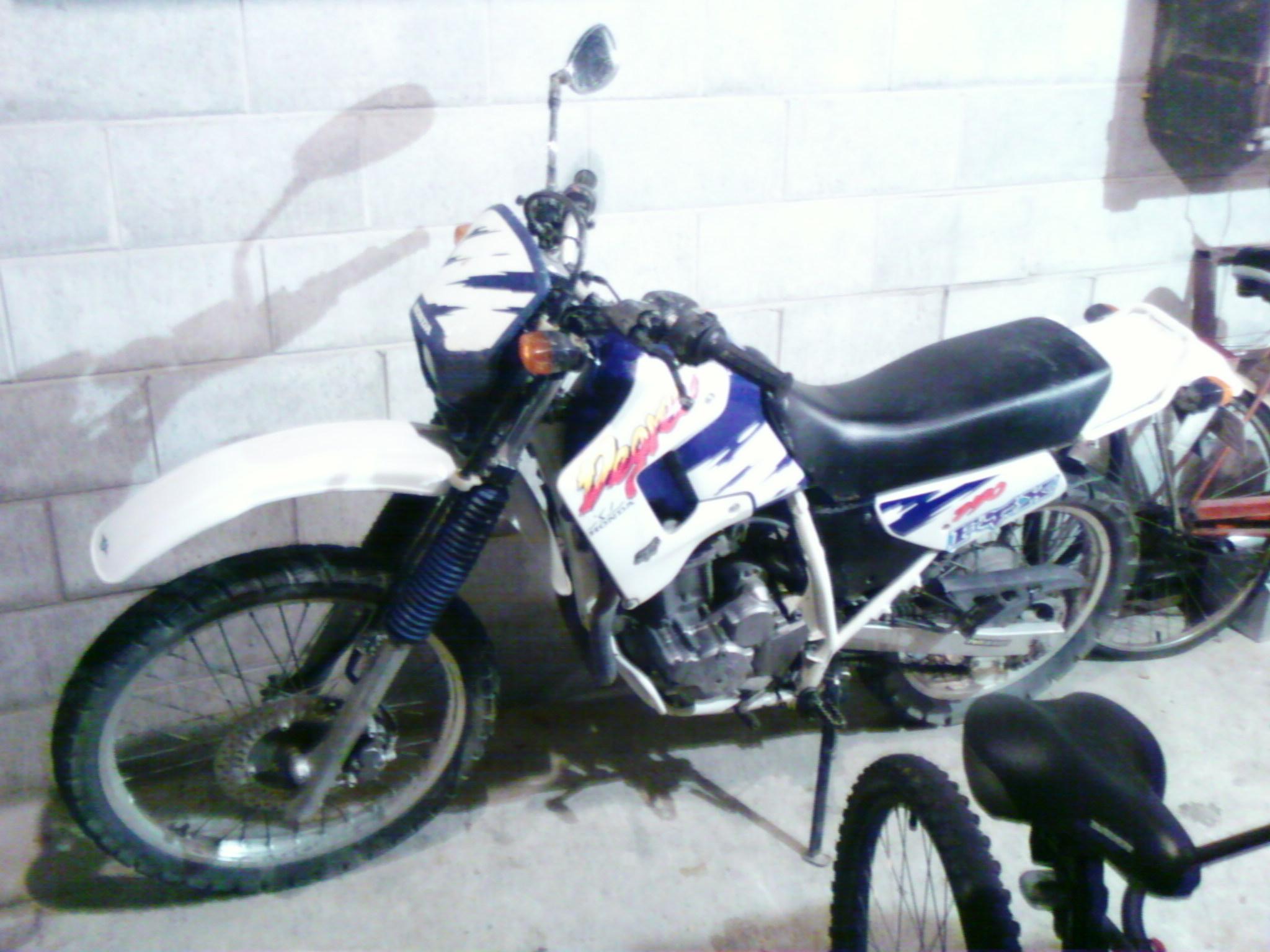 the honda 250 at motorbikespecs net the motorcycle specification rh motorbikespecs net 1975 Honda XL250 1983 Honda XL250