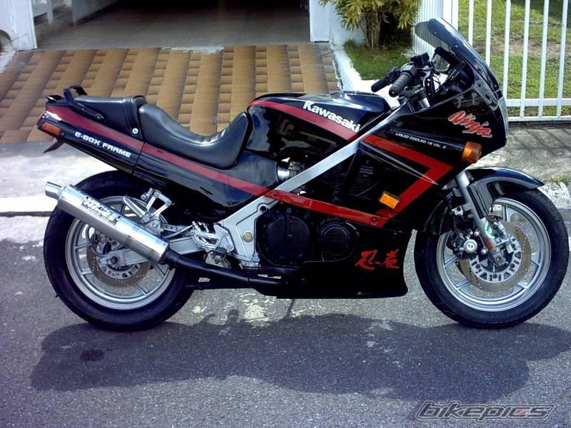 The Kawasaki 600 at MotorBikeSpecs.net, the Motorcycle Specification