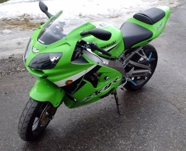 sélection premium 5de40 77558 The Kawasaki ZZR 600 (ZX 600 E10) at MotorBikeSpecs.net, the ...