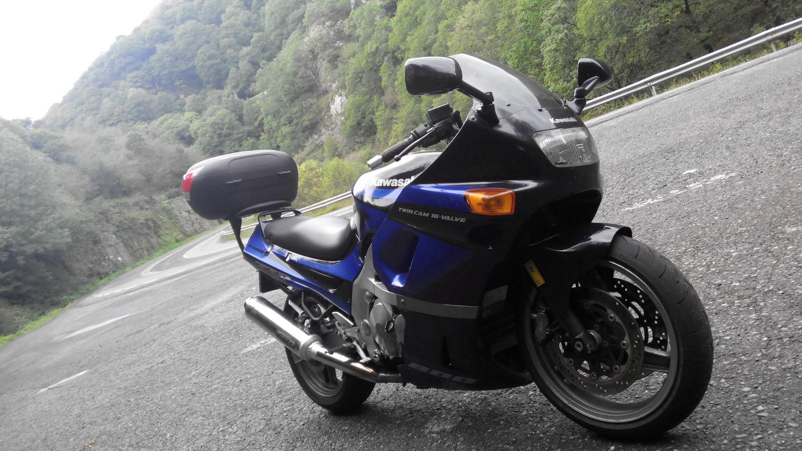 the kawasaki 600 at the motorcycle. Black Bedroom Furniture Sets. Home Design Ideas