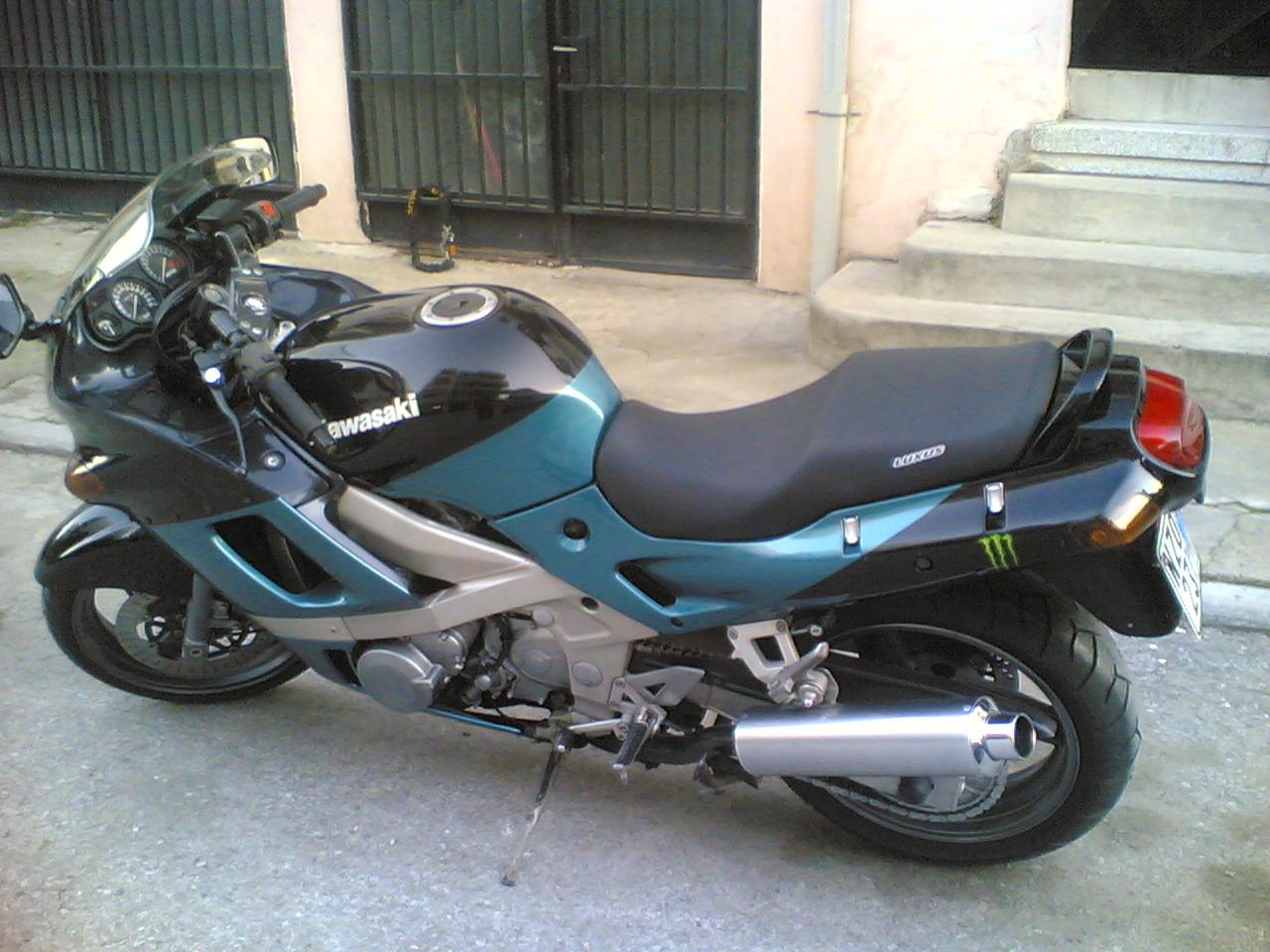design intemporel 0ae2d 0ea01 The Kawasaki ZZR 600 (ZX 600 E1) at MotorBikeSpecs.net, the ...