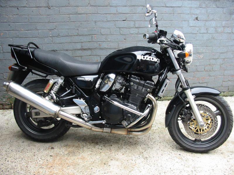 The Suzuki 750 at MotorBikeSpecs.net, the Motorcycle